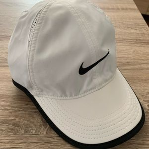 NEW! NIKE Women FEATHERLIGHT DRI-FIT Hat-White